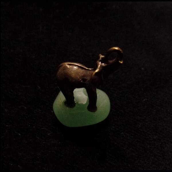 Aventurin elefánttal