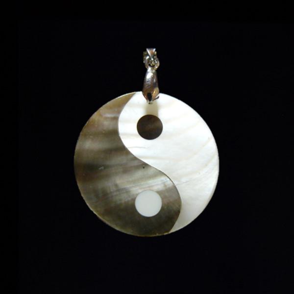Pávakagyló jinjang medál